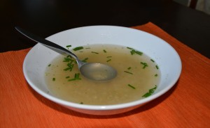 Vývarová polévka s pohankou a čerstvou pažitkou