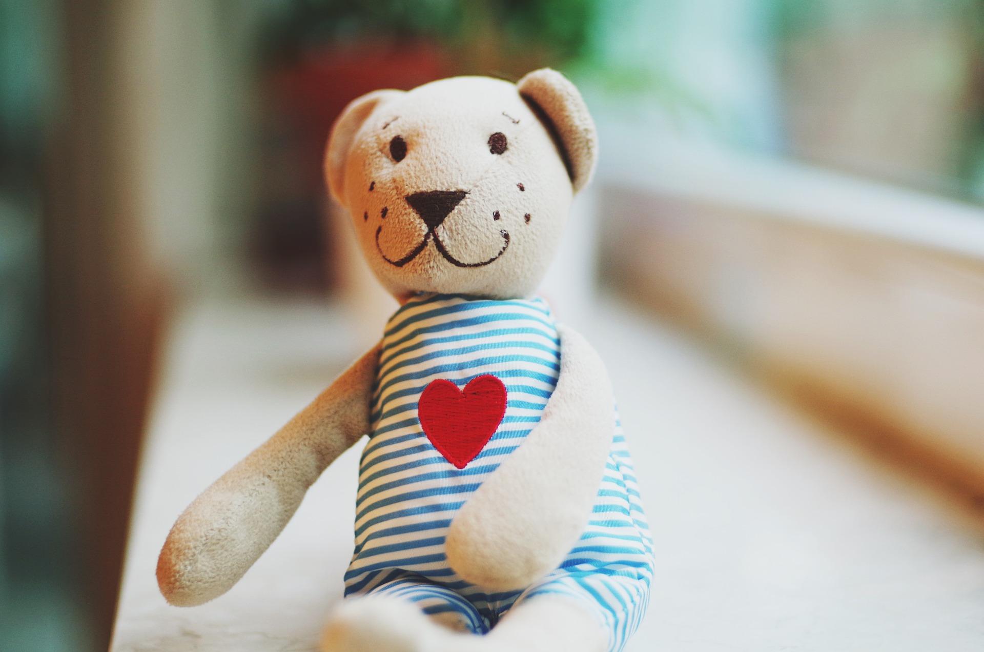objeti-medvidek-jsem-dost-dobra-telo-a-duse-v-harmonii-pixabay