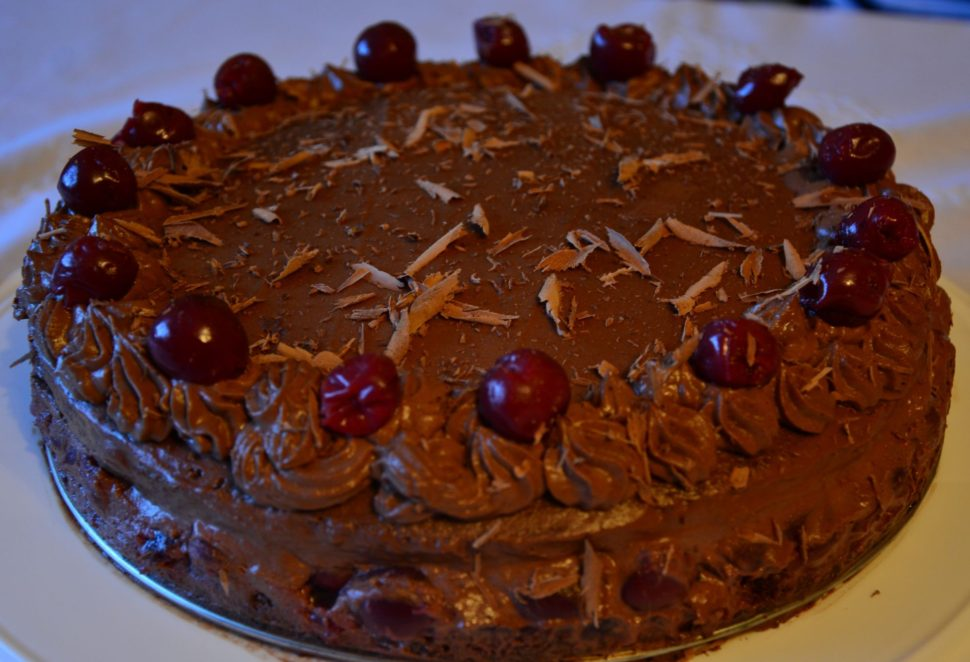 Čokoládovo- višňový dort podobný tomu Švarcvaldskému